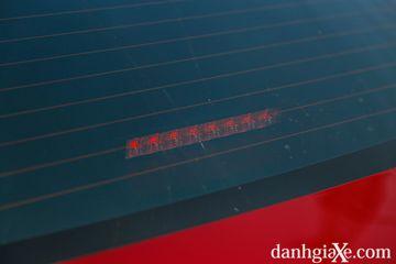 Đèn phanh thứ ba dạng LED trên Toyota Vios GR-S cho khả năng nhận diện tốt hơn