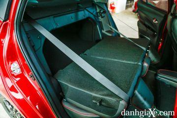 Hàng ghế thứ 2 của Toyota Vios GR-S vẫn có thể gập phẳng để mở rộng khoang hành lý