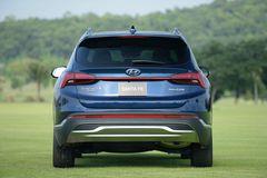 Thiết kế phần đuỗi Hyundai Santa Fe 2021 hài hoà hơn