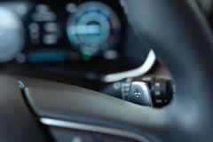 Lẫy chuyển số trên vô lăng Hyundai Santa Fe 2021