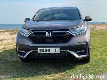 Phần đầu xe Honda CR-V 2021 với lưới tản nhiệt và cản trước được sửa đổi