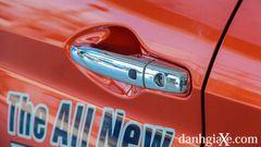 Tay nắm cửa tích hợp nút mở cửa của Suzuki XL7