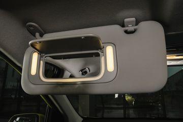 Gương trang điểm tích hợp đèn trên Morning 2021 - trang bị độc quyền trong phân khúc A-hatchback