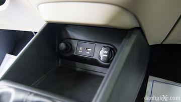 Cổng sạc 12v, USB, AUX