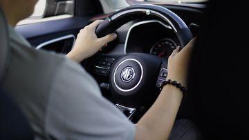 MG ZS chạy đằm, chắc, giá rẻ hơn so với giá trị thực tế và tính năng của xe.