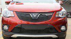 Hai đường viền crom sải cách là điểm nhận diện thương hiệu của xe VinFast