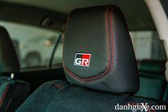 Logo GR-S trên tựa đầu phiên bản thể thao mới của Toyota Vios