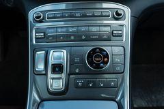 Cần số dạng nút bấm trên Hyundai Santa Fe 2021