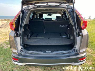Khoang hàng lý khá rộng rái trên Honda CR-V 2021 khi hàng ghế thứ 3 được gập