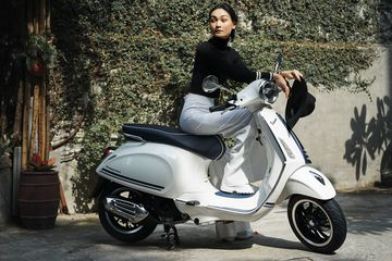Vespa Primavera Yatch Club