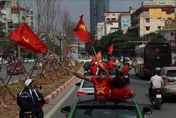 Đoàn xe diễu hành qua các tuyến phố chính của thủ đô Hà Nội