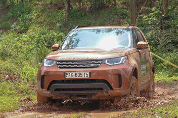 Land Rover Discoverydùng hệ dẫn động AWD