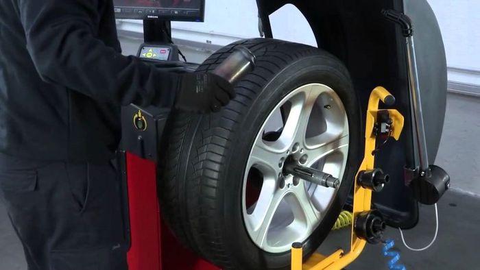Lốp cần phải tròn đều và có sự cân bằng khi kết hợp với bánh xe.