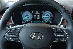 Các phím bấm chức năng tích hợp trên Hyundai Santa Fe 2021