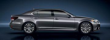 Lexus LS600h có kích thước lớn, khoảng sáng gầm xe thấp nhằm tạo sự ổn định cao nhất khi di chuyển trong đô thị