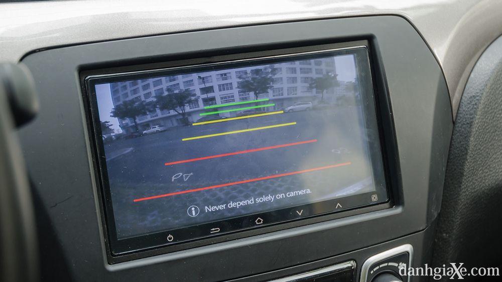 Camera lùi trang bị tiêu chuẩn ở Suzuki Ciaz