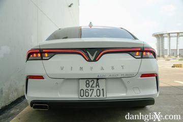 Vinfast sử dụng đến hai hàng chữ cho tên thương hiệu và tên xe