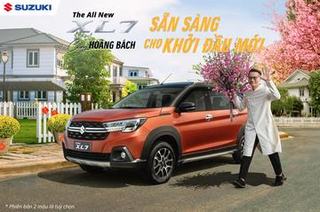 Ca sĩ Hoàng Bách bên cạnh Suzuki XL7 mang thiết kế thể thao, mạnh mẽ, dễ chiều lòng những khách hàng cá tính.