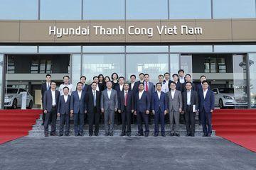 Ban Lãnh đạo Tập đoàn Hyundai Motor và Tập đoàn Thành Công tại tổ hợp Sản Xuất - Lắp ráp Hyundai Thành Công Ninh Bình