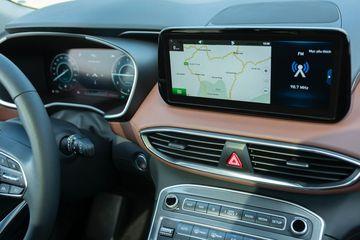 Màn hình trung tâm Hyundai Santa Fe kích thước 10,25inch, hoàn toàn cảm ứng