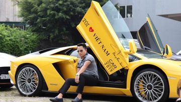 """Sau khi """"tàng hình"""" ở chặng trước, Lamborghini Aventador S bất ngờ tái xuất do chính ông Hoàng Kim Khánh cầm lái"""