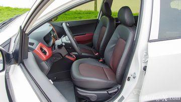 Hyundai i10 Hatchback At và Kia Morning Luxury AT