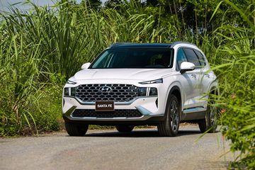So sánh xe Hyundai Santa Fe 2021 và Ford Everest 2021: chọn tiện nghi hay sự rộng rãi?